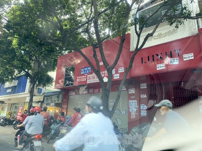 Nhà phố tiền tỷ 'thi nhau' đóng cửa, treo biển cho thuê ở trung tâm Sài Gòn - ảnh 15