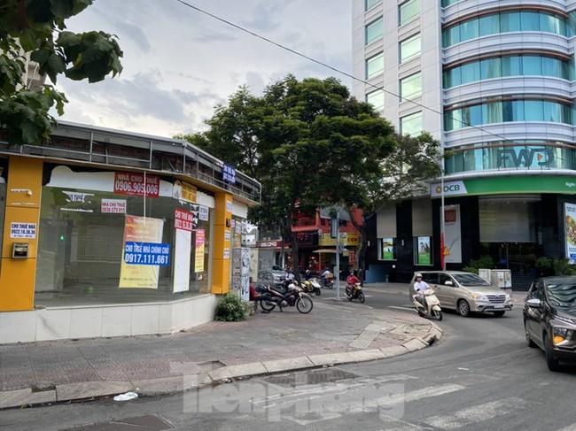 Nhà phố tiền tỷ 'thi nhau' đóng cửa, treo biển cho thuê ở trung tâm Sài Gòn - ảnh 2
