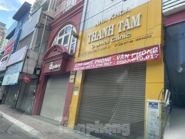Nhà phố tiền tỷ 'thi nhau' đóng cửa, treo biển cho thuê ở trung tâm Sài Gòn - ảnh 20
