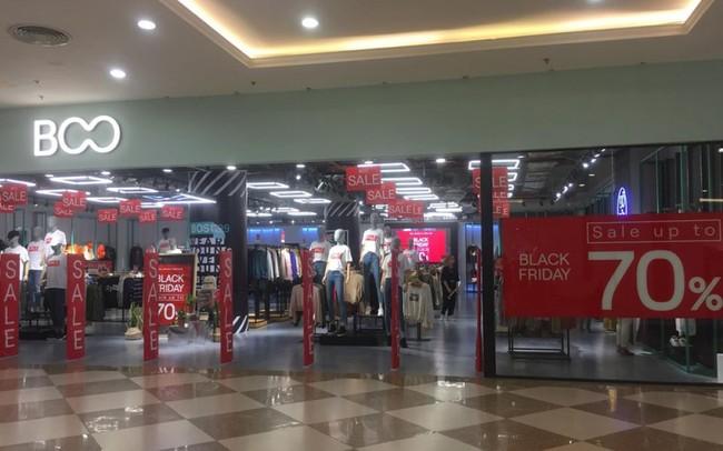 Dù giảm giá mạnh nhưng nhiều cửa hàng vẫn rất vắng khách.