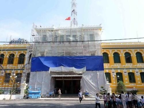 Hàng tỉ đồng thay 'áo mới' tòa nhà bưu điện trung tâm Sài Gòn - ảnh 1