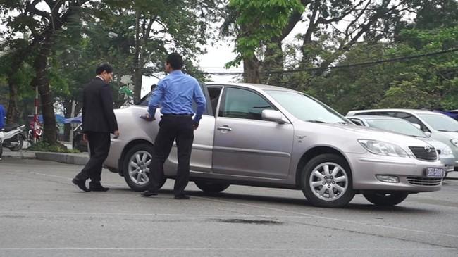 Vụ Phó bí thư thường trực Tỉnh ủy Ninh Bình sử dụng xe biển 80B: Thu hồi cả 2 biển số - ảnh 2
