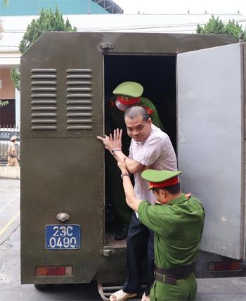 Bị cáo Nguyễn Thanh Hoài. Ảnh: Hà Nguyên