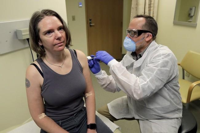 Bill Gates: Vaccine chi can hieu qua 70% la du hinh anh 4 gates_vaccine_cover_reuters.jpg
