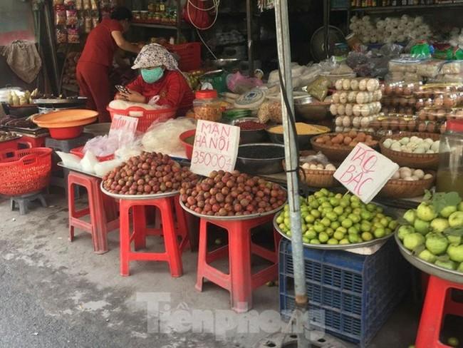 Mận Hà Nội vào Sài Gòn, giá 'loạn cào cào' - ảnh 1