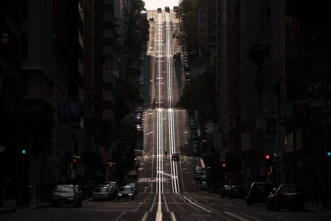 Mot virus, hai hau qua - khi New York vo tran, California lai khong hinh anh 3 2020050515_nysf_california_street.jpg