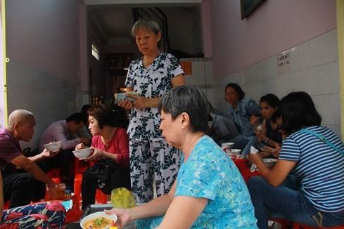 Giải mã những quán ăn Sài Gòn chỉ bán... 1 giờ đồng hồ - ảnh 6