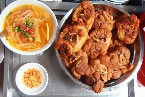Giải mã những quán ăn Sài Gòn chỉ bán... 1 giờ đồng hồ - ảnh 1