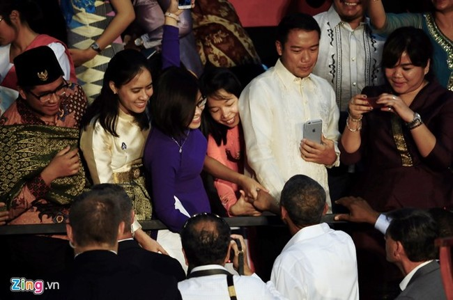 'Bat tay Tong thong Obama la co hoi co mot khong hai' hinh anh 3
