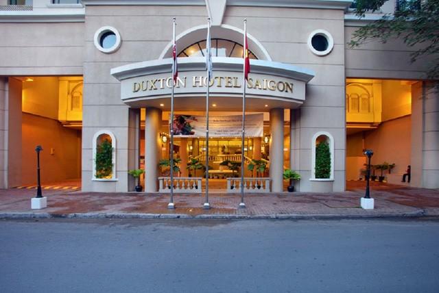Nằm gần khu tứ giác vàng là khách sạn Duxton cũng vừa thuộc quyền sở hữu của gia tộc này