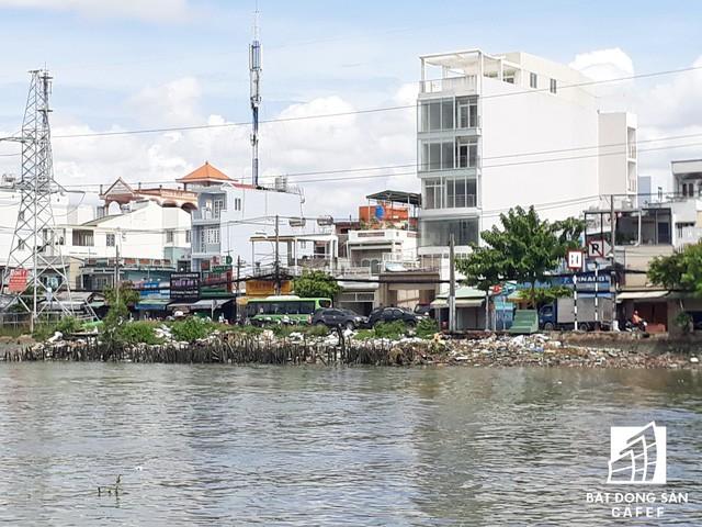 Trước mắt, TP thực hiện dự án chỉnh trang đô thị, di dời, tái định cư và cải thiện điều kiện sống cho các hộ dân sống trên và ven kênh Đôi (phía bờ Nam quận 8) theo hình thức PPP.