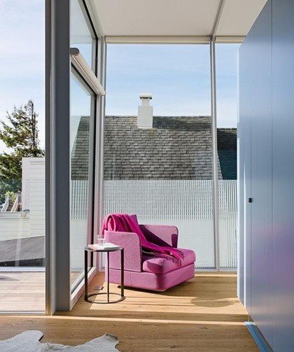 Từng điểm nhấn nhỏ trong nhà như màu ghế, sơn tường đem lại những cảm nhận tươi mới cho gia chủ.