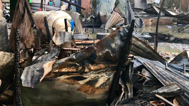 Thương hồ chợ nổi Cái Răng khốn khổ sau vụ cháy - ảnh 7