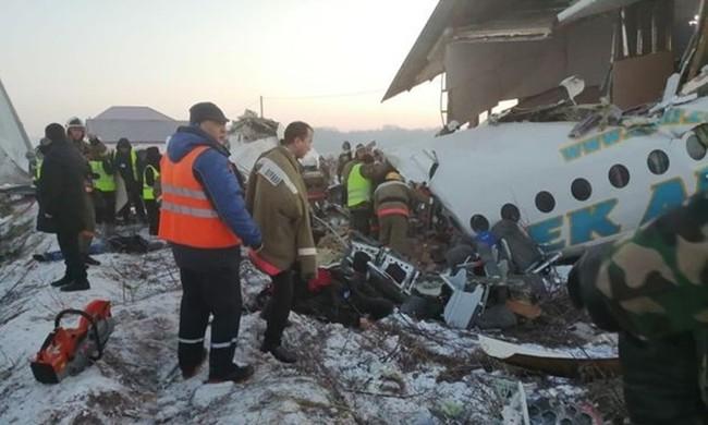 Lực lượng cứu hộ tại hiện trường máy bay gặp nạn hôm nay. Ảnh: Sun.
