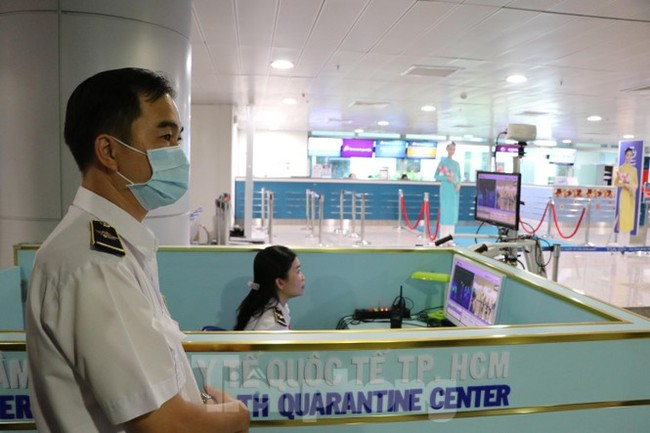 Cận cảnh quy trình kiểm dịch virus corona ở sân bay Tân Sơn Nhất - ảnh 3