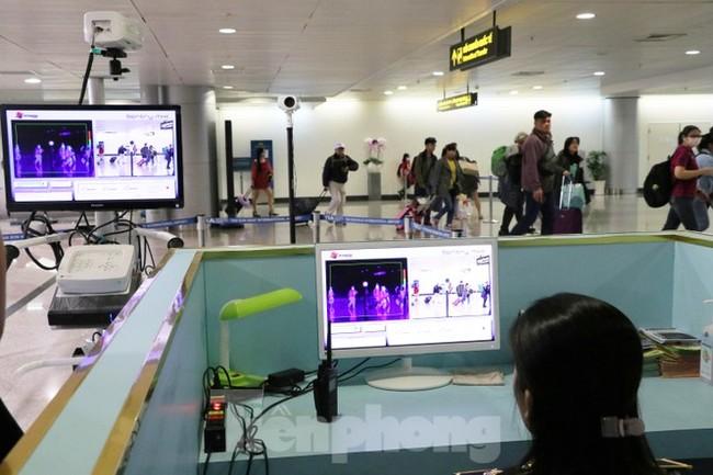 Cận cảnh quy trình kiểm dịch virus corona ở sân bay Tân Sơn Nhất - ảnh 5