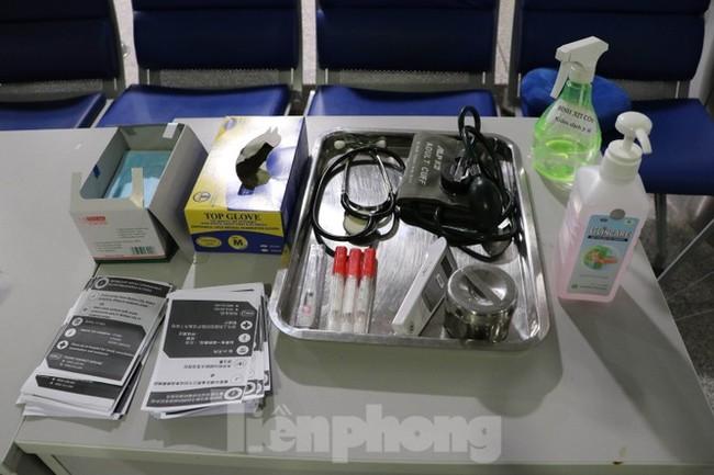 Cận cảnh quy trình kiểm dịch virus corona ở sân bay Tân Sơn Nhất - ảnh 6
