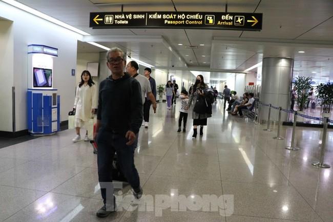 Cận cảnh quy trình kiểm dịch virus corona ở sân bay Tân Sơn Nhất - ảnh 9