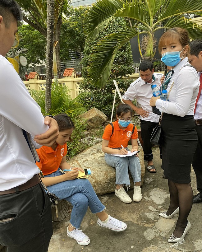 """Nhân viên Công ty Long Phát """"lùa"""" khách hàng lên taxi chở đi Đồng Nai xem đất"""