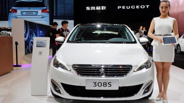 Chơi siêu xe, chịu siêu thuế ở Trung Quốc