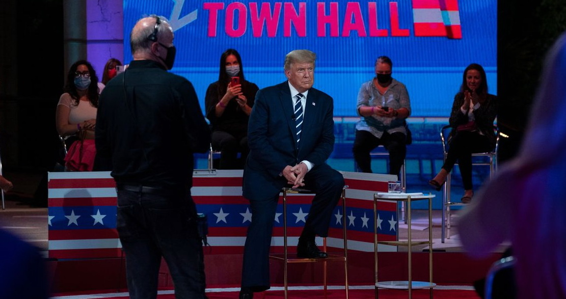 Tổng thống Trump không thể trả lời lý do ông không khuyên dân Mỹ đeo khẩu trang ngừa Covid-19