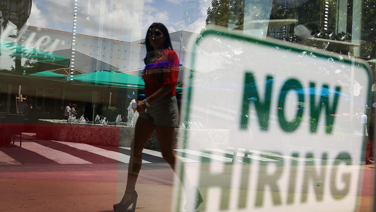 Thị trường lao động Mỹ bất ngờ có diễn biến tích cực
