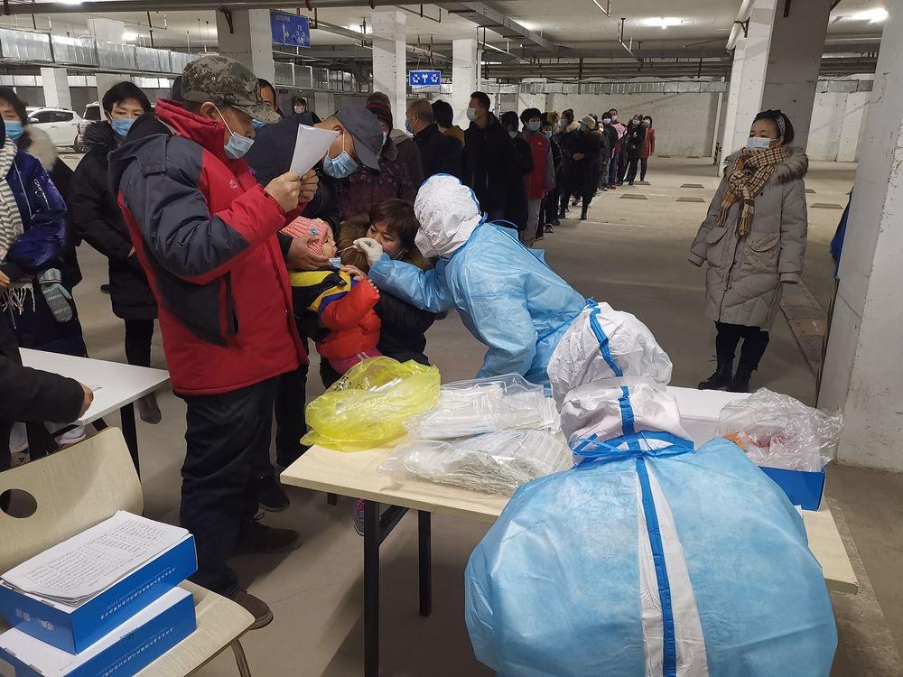 Thành phố 11 triệu dân gần Bắc Kinh bị phong tỏa vì phát hiện ổ dịch Covid-19 lớn