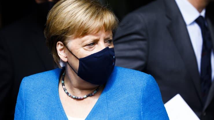 Thủ tướng Đức và nhiều lãnh đạo hàng đầu tại châu Âu chỉ trích Twitter vì hủy tài khoản của Donald Trump