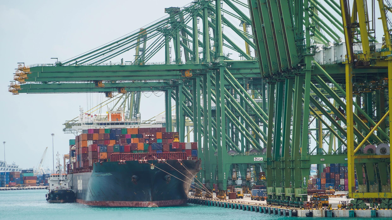 Nhiều doanh nghiệp lớn trên thế giới gặp khó khi chi phí vận tải container tăng vọt