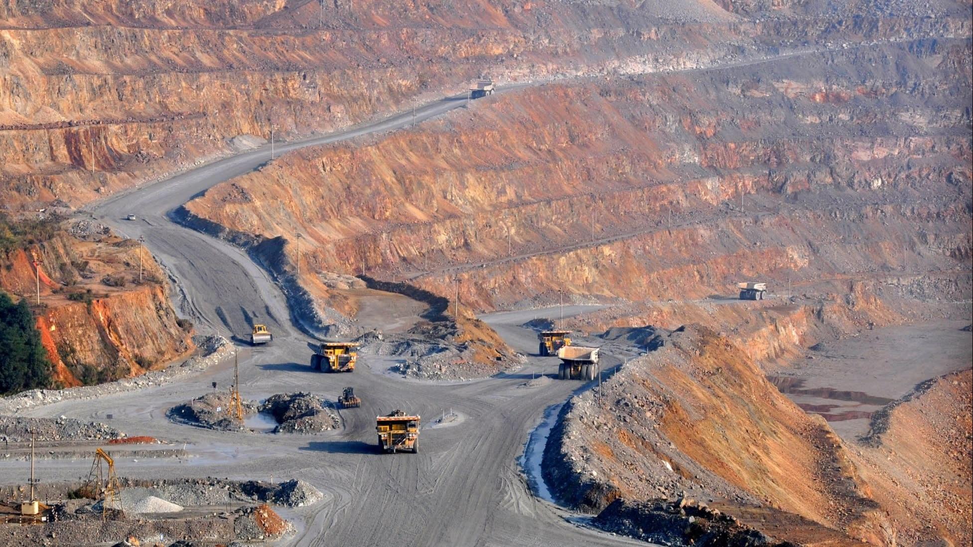 Lo ngại căng thẳng với Mỹ leo thang, Trung Quốc tăng mạnh sản xuất đất hiếm
