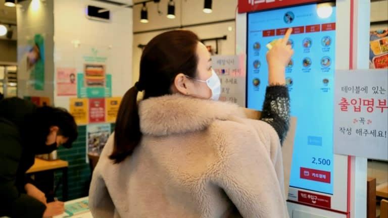 Đại dịch Covid-19 tạo ra khủng hoảng thất nghiệp tồi tệ trong thanh niên Hàn Quốc như thế nào?