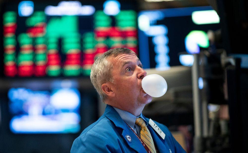 Dow Jones mất gần 350 điểm khi nhà đầu tư thất vọng với Fed