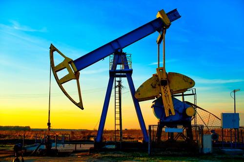 OPEC đồng ý nâng sản lượng dầu từ tháng sau, giá dầu tăng vọt