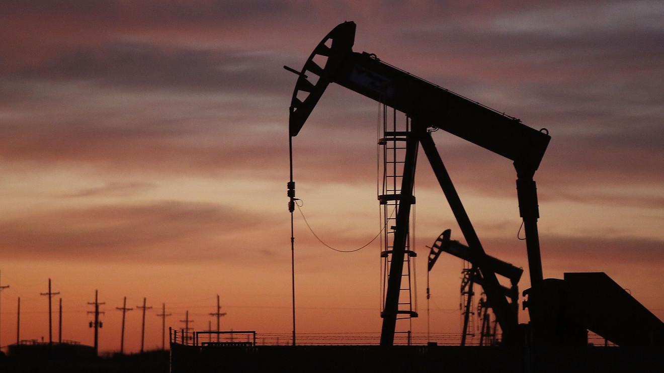 Giá dầu tăng vọt trong tuần
