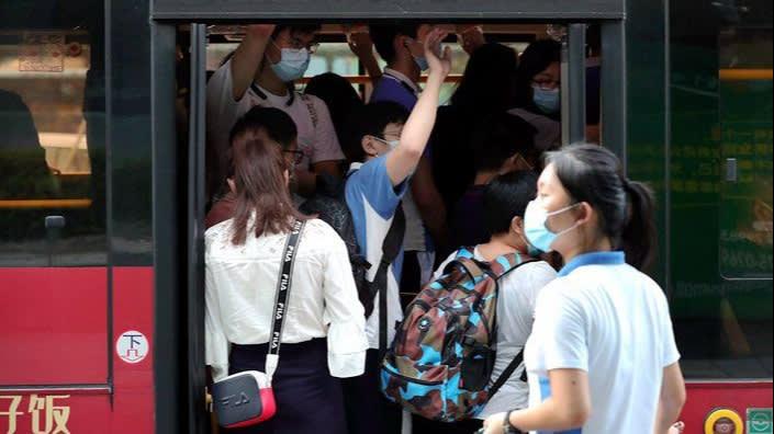 Trung Quốc gấp rút xét nghiệm hàng triệu người, cách ly hàng nghìn người trong đợt bùng dịch Covid-19 mới