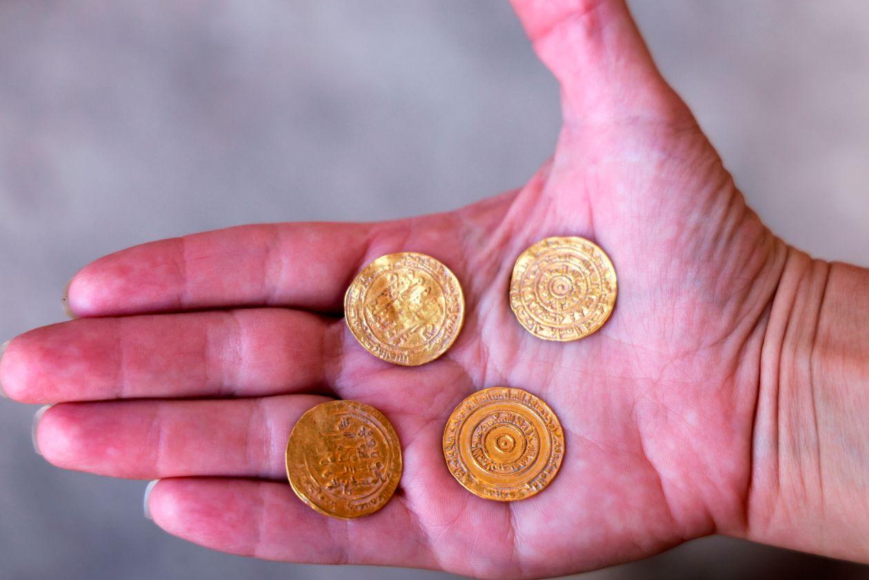 Giảm sâu, giá vàng rời xa mốc 1.900USD/ounce trước thềm cuộc họp quan trọng của Fed