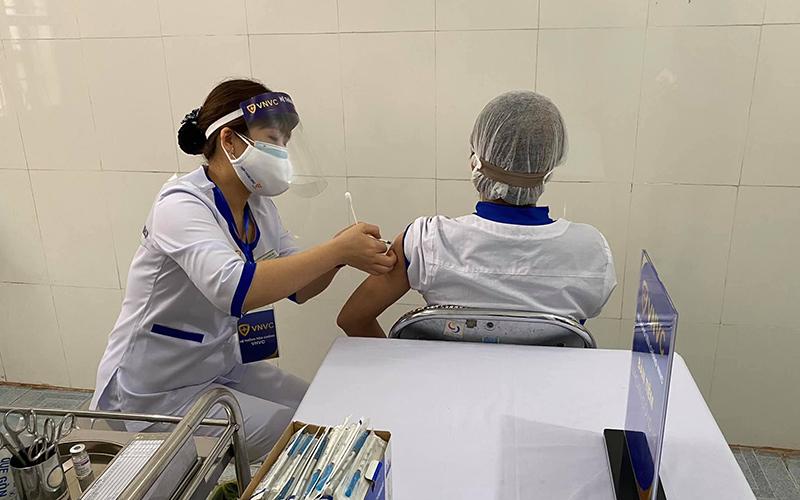HSBC: Tốc độ triển khai tiêm chủng của Việt Nam đáng quan ngại