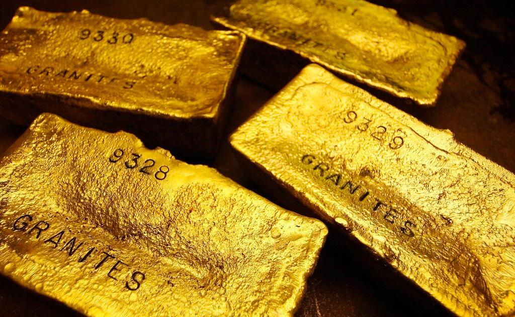 Tăng mạnh, giá vàng lại vượt mốc 1.800USD/ounce