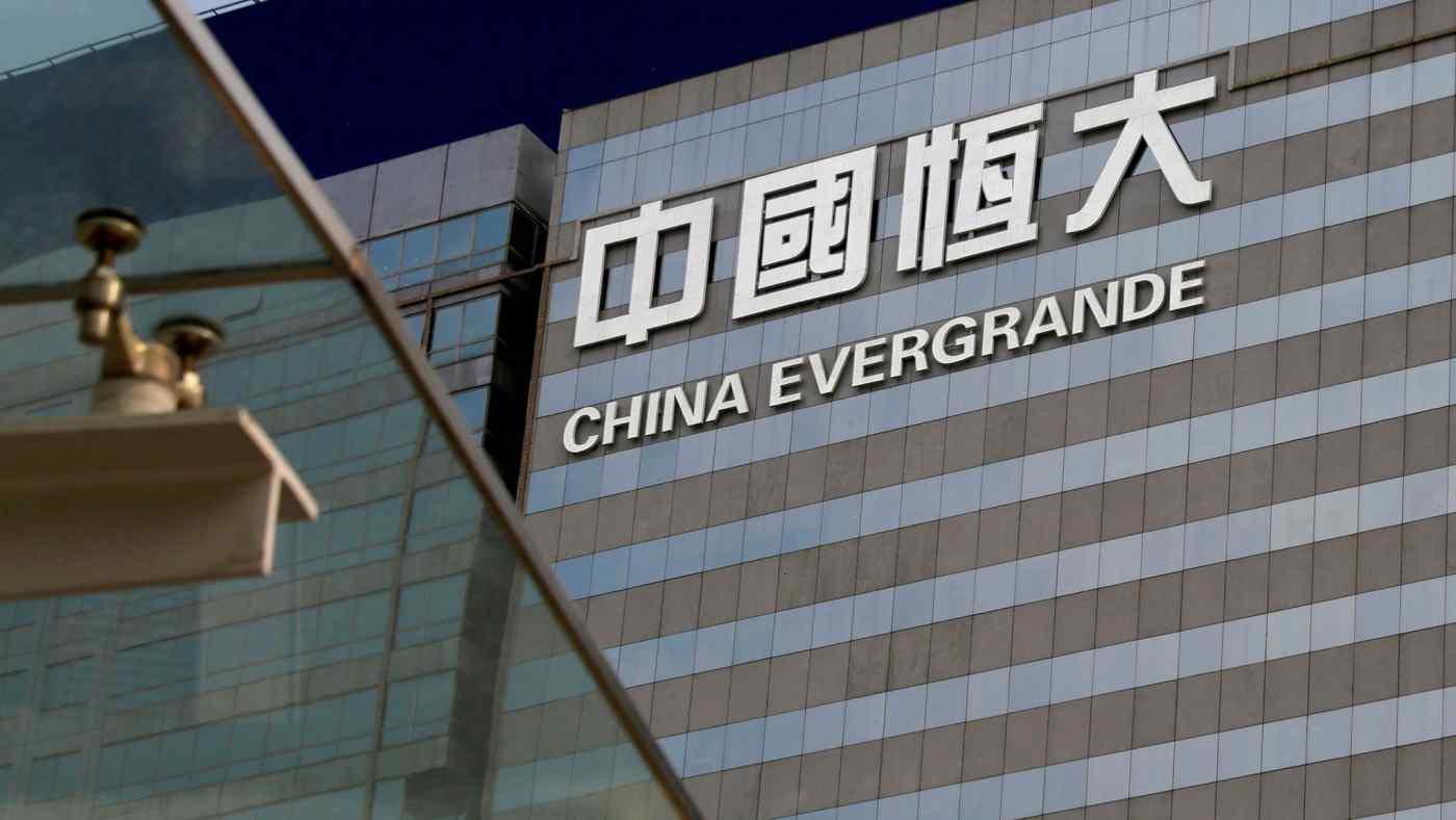 """Chính sách """"ba lằn ranh đỏ"""" của chính phủ Trung Quốc đẩy Evergrande vào hố nợ 300 tỷ USD?"""