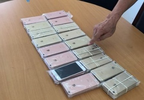 Bắt giữ một phụ nữ Trung Quốc nhập lậu 48 chiếc iPhone
