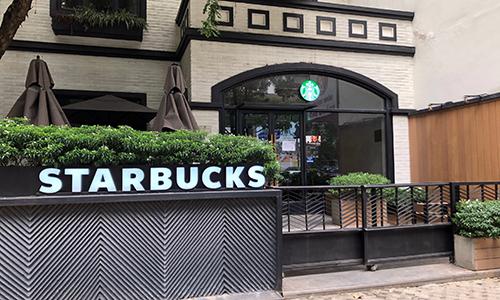 Starbucks đóng nhiều cửa hàng vì thiếu nước sạch
