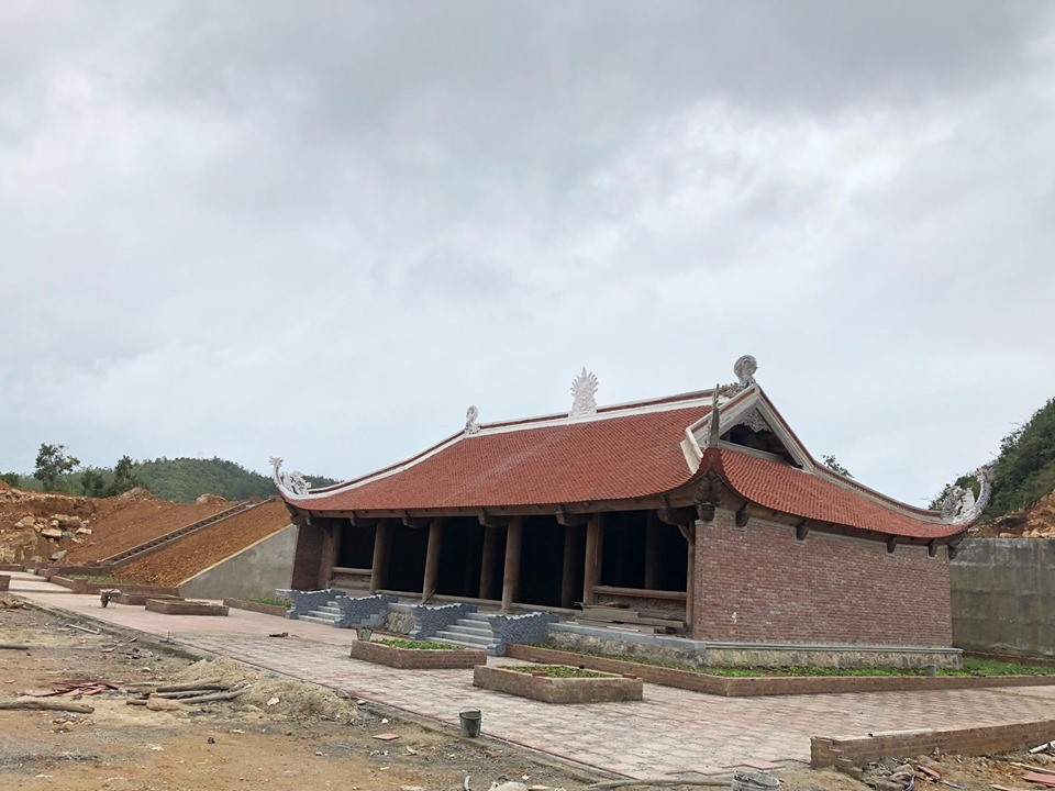 Trong công văn gửi UBND tỉnh Hà Giang ngày 25-10, Bộ Văn hóathể thao và du lịch khẳng định dự án khu du lịch sinh thái văn hóa tâm linh Lũng Cú chưa tuân thủ 2 quy hoạch của Thủ tướng cho cao nguyên đá Đồng Văn và đề nghị phải xử lý nghiêm.
