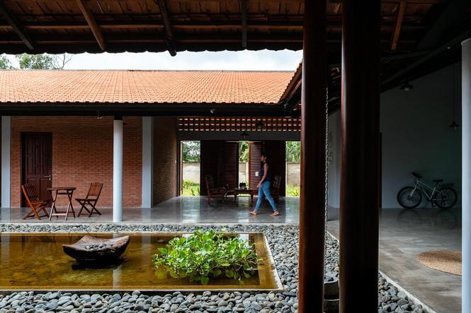 Ngôi nhà truyền thống Nam Bộ đẹp mê mẩn trên báo Tây - ảnh 3