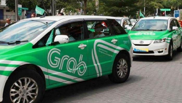 Từ ngày 1/4: Taxi công nghệ phải dán phù hiệu