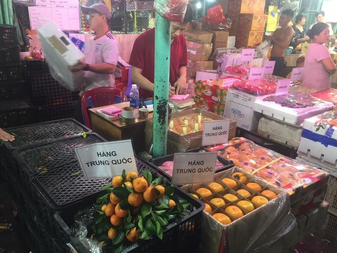Các cửa khẩu tạm đóng sao rau củ quả Trung Quốc vẫn bán đầy chợ? - Ảnh 3.