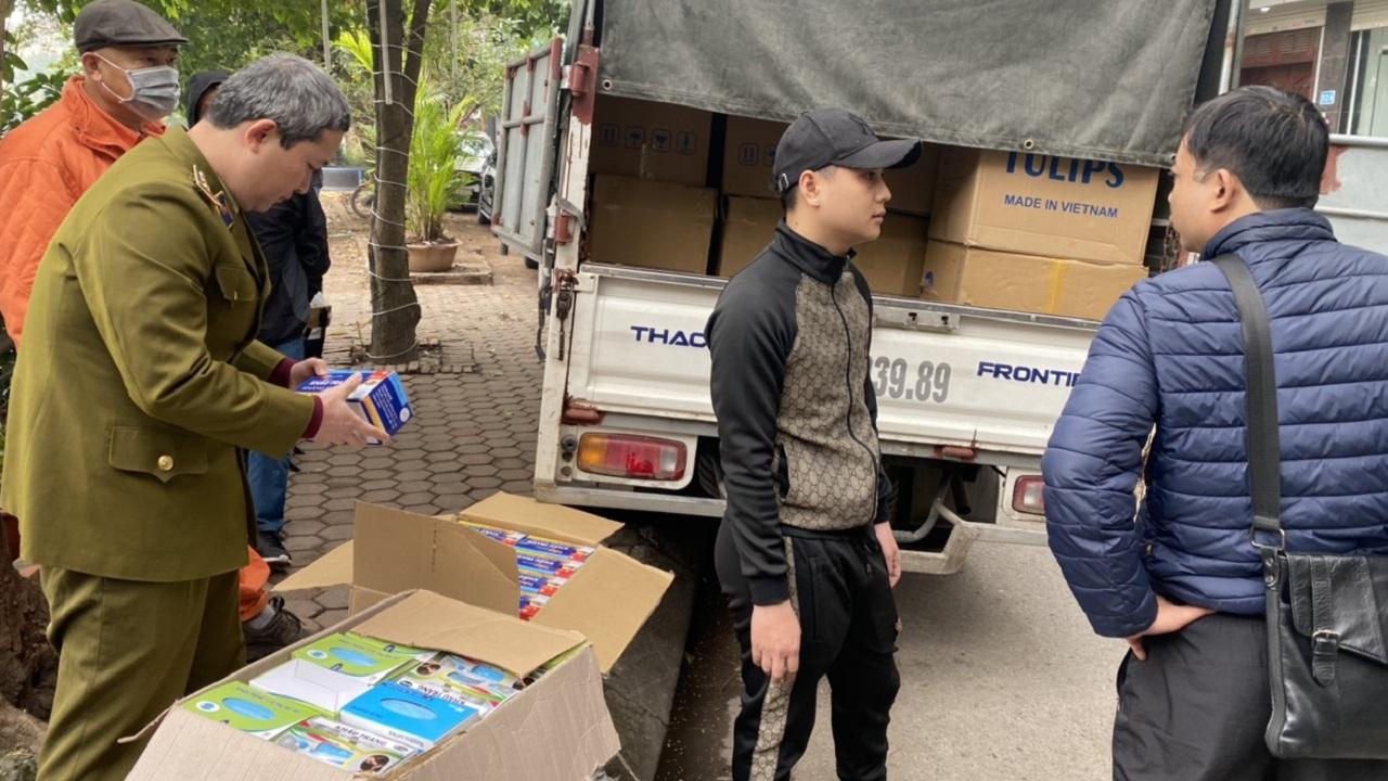 Hà Nội: Tạm giữ lô khẩu trang y tế 143.000 chiếc trị giá hơn 1 tỷ đồng