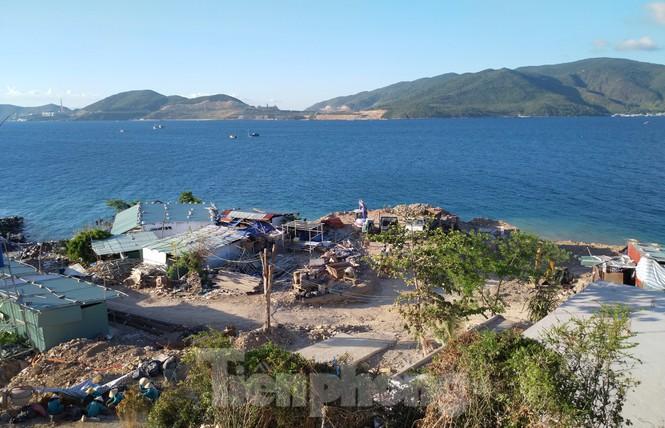 """Cận cảnh những công trình xây """"chui"""" trên đảo Hòn Tằm - Nha Trang - ảnh 3"""