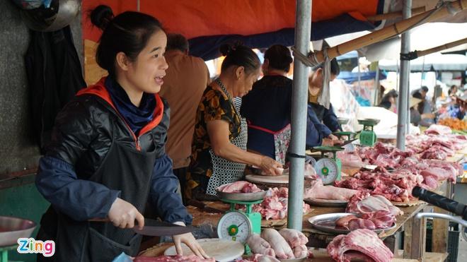 Lợn hơi về 70.000 đồng/kg, giá thịt bán ra vẫn cao