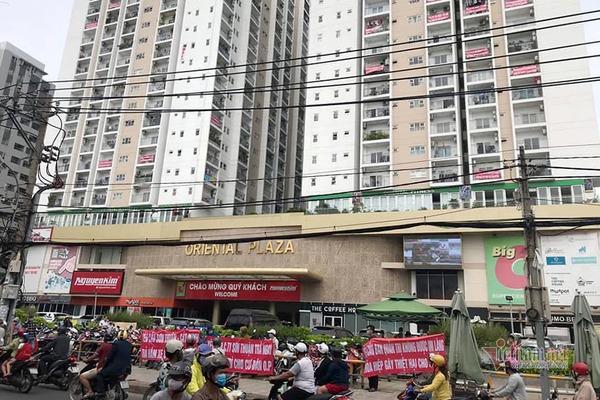 """Tháo dỡ 43 căn hộ xây """"chui"""" tại Oriental Plaza: Chủ đầu tư chần chừ"""