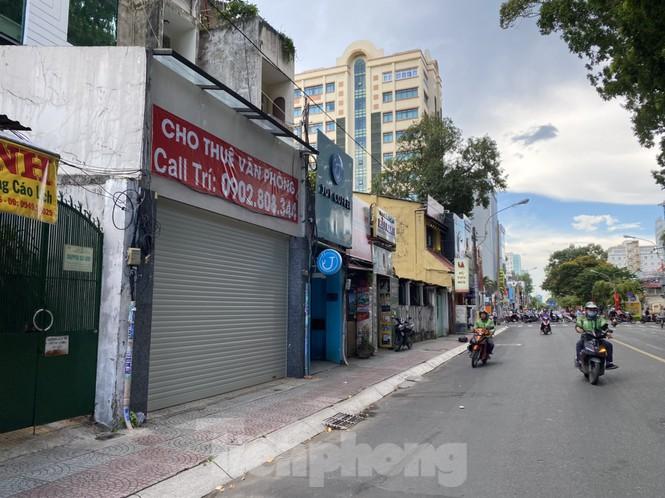 Nhà phố tiền tỷ 'thi nhau' đóng cửa, treo biển cho thuê ở trung tâm Sài Gòn - ảnh 19